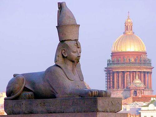 egipetskie-motivy-v-arhitekture-peterburga