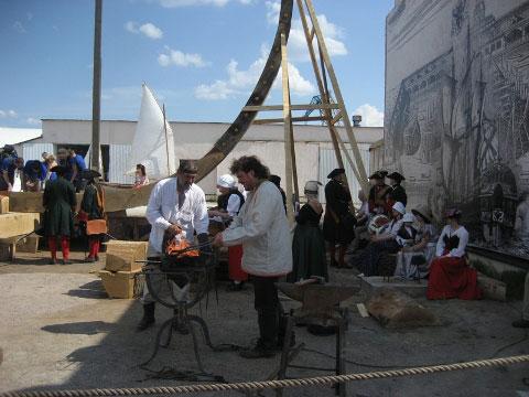 Рабочие на стройке корабля Полтава